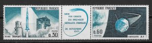 1965 France 1137-8  First French Satalite in Spce MNH strip of 2 with label