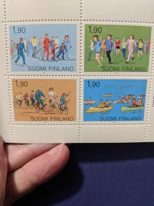 Finland 793a XFNH complete booklet, CV $4.50