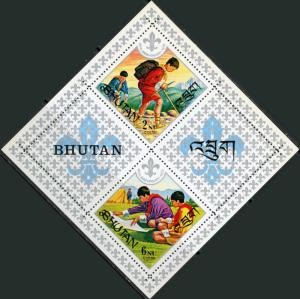 Bhutan #139a Boy Scouts Souveneir Sheet of 2 + 2 Labels MNH