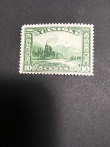 Canada USC#155 Mint Fresh & F-NH Cat. C$18. 1928 10cMount Hurd A Beautiful Stamp