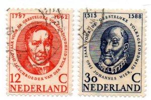 NETHERLANDS 383-4 USED SCV $2.40 BIN $1.00 DOCTORS