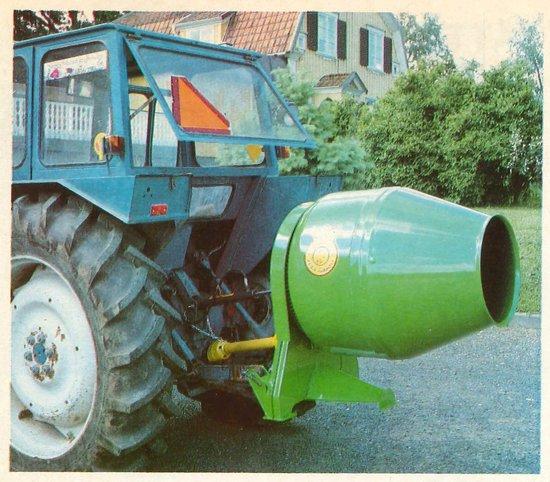 Betongblandare på traktor