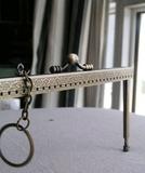 拼布手作材料 18點5CM 韓國壓花平頭駁腳連特色鎖匙圈口金 只售優質正貨無斷孔的口金