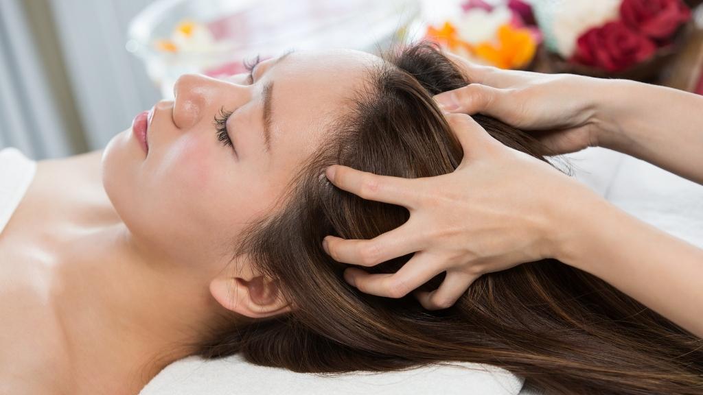 Scalp massage: pulling method