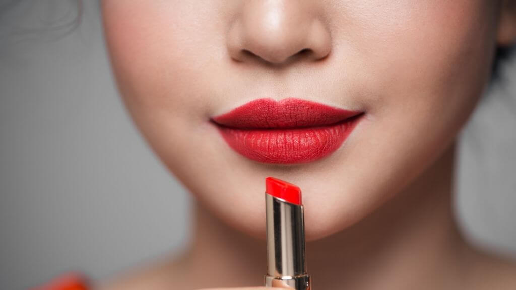 Stay bold and hot this summer with these 8 lipstick colors on trend