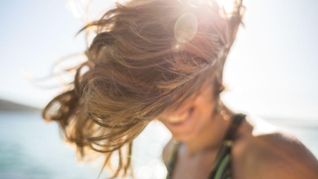 5 Easy summer hairstyles and tips to gain control of your oily hair