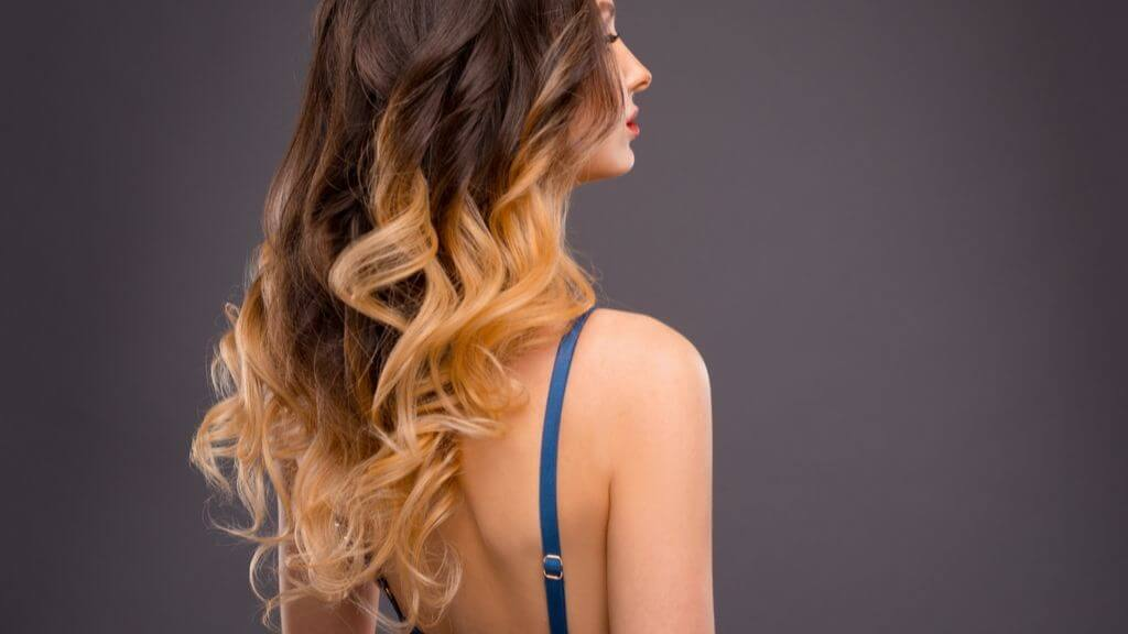 How to dress and accessorize your caramel mocha balayage this fall