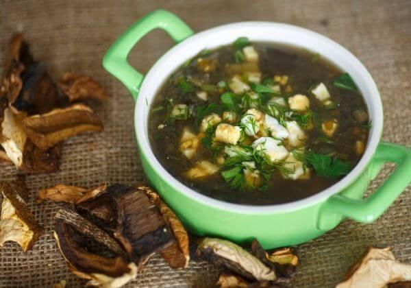 Vegetarian Mushroom-Spinach Soup With Cinnamon, Coriander, and Cumin