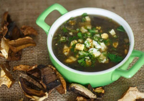 Vegetarian Mushroom-Spinach Soup With Cinnamon, Coriander, and Cumin
