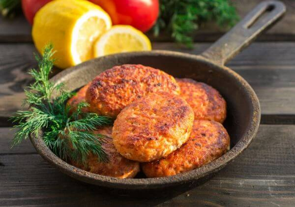 Salmon Cakes with Roasted Red Pepper Sauce