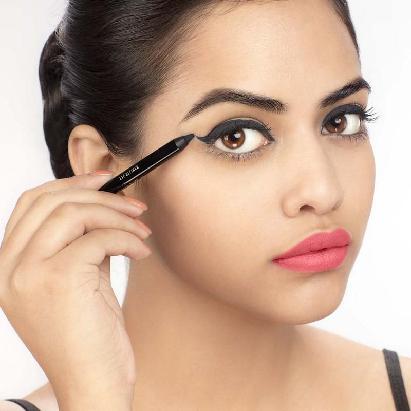 Kareena Kapoor Khan Lakme Absolute Eye Definer Cobalt 1.2gm