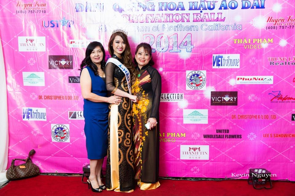 The Guests at the Coronation of Hoa Hau Ao Dai Bac Cali 2014 and Court - Image 079
