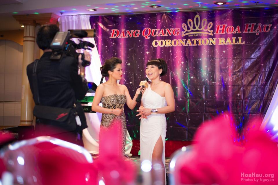 Coronation 2013 - Hoa Hau Ao Dai Bac Cali - Miss Vietnam - Image 012