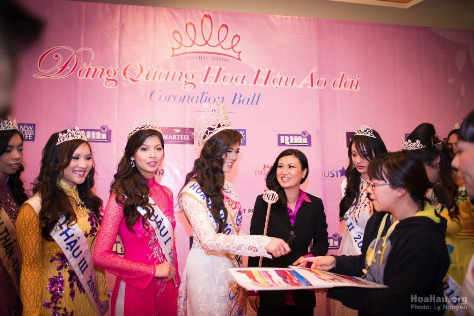 Coronation 2013 - Hoa Hau Ao Dai Bac Cali - Miss Vietnam - Image 020
