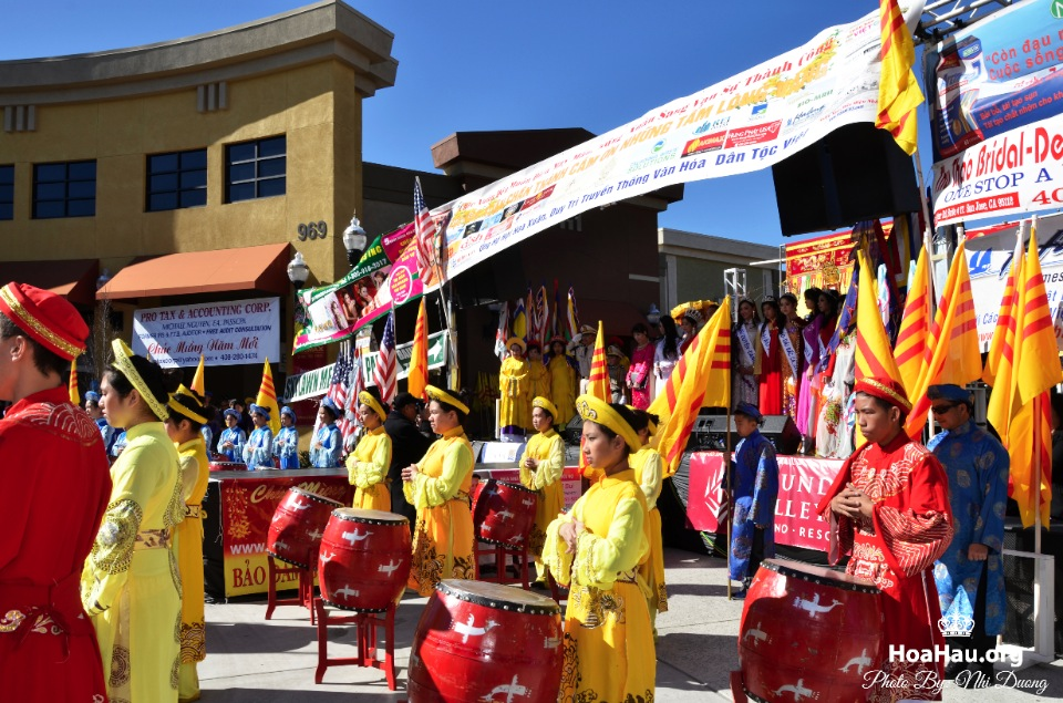 Hoa Hau Ao Dai Tet Lunar New Year 2013 - Image 013