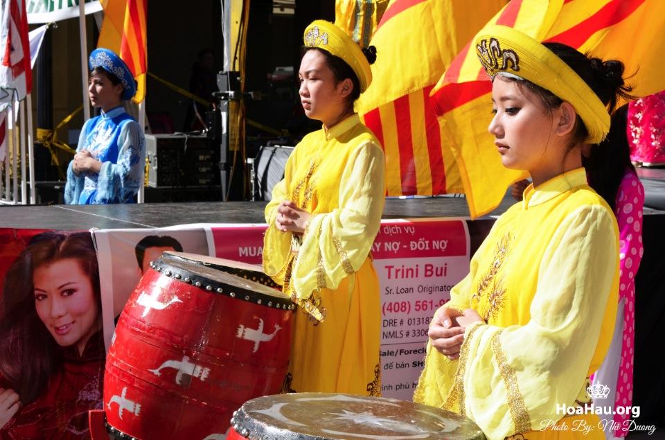 Hoa Hau Ao Dai Tet Lunar New Year 2013 - Image 031