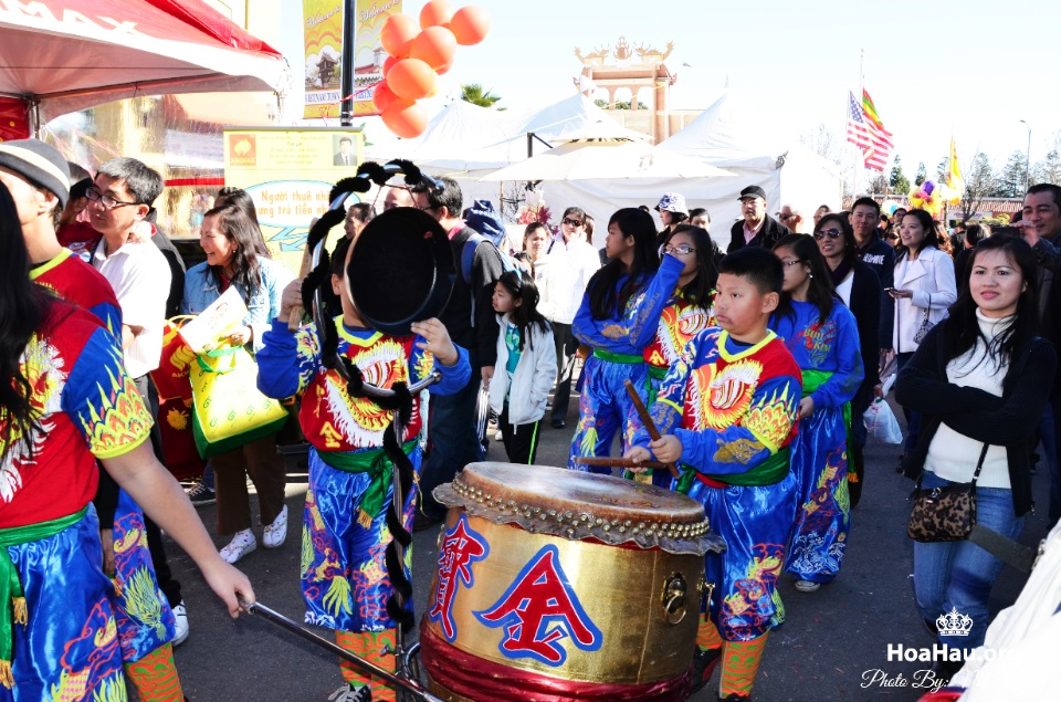 Hoa Hau Ao Dai Tet Lunar New Year 2013 - Image 082