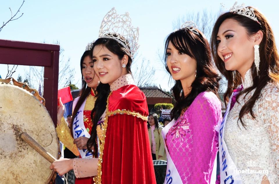 Hoa Hau Ao Dai Tet Lunar New Year 2013 - Image 083