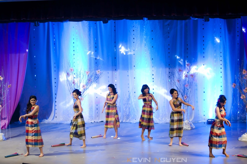 Miss Vietnam - Hoa Hau Ao Dai Bac Cali 2010 - Pageant Day - Image 004