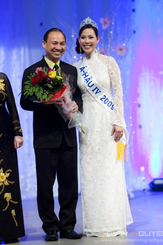 Miss Vietnam - Hoa Hau Ao Dai Bac Cali 2010 - Pageant Day - Image 017