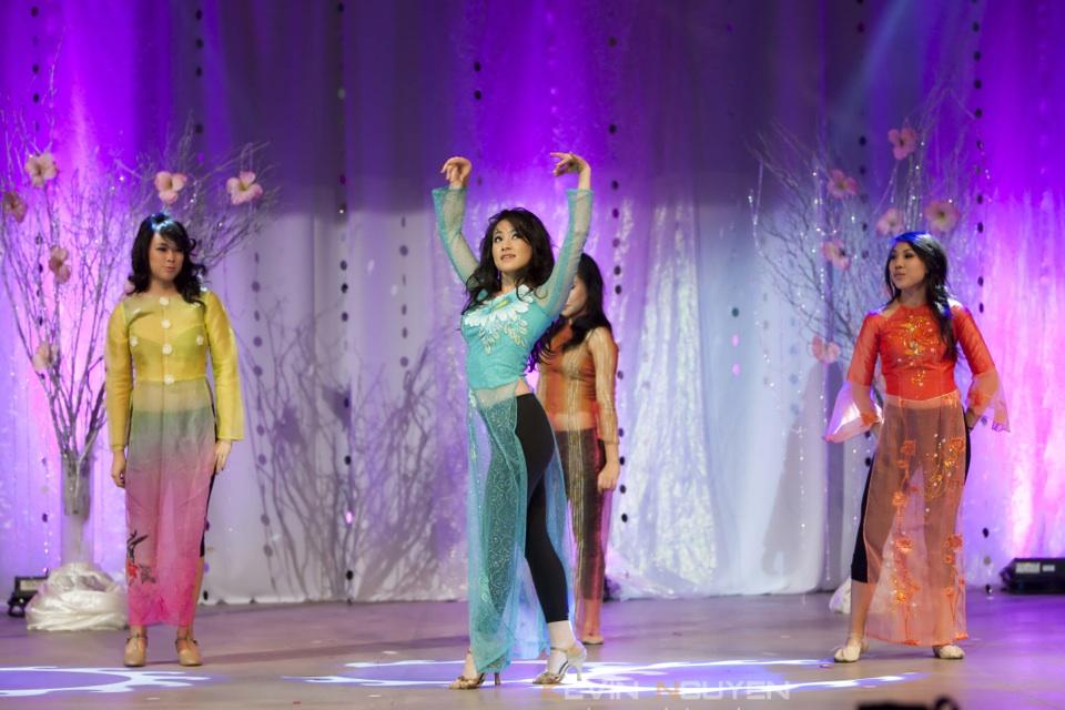 Miss Vietnam - Hoa Hau Ao Dai Bac Cali 2010 - Pageant Day - Image 023