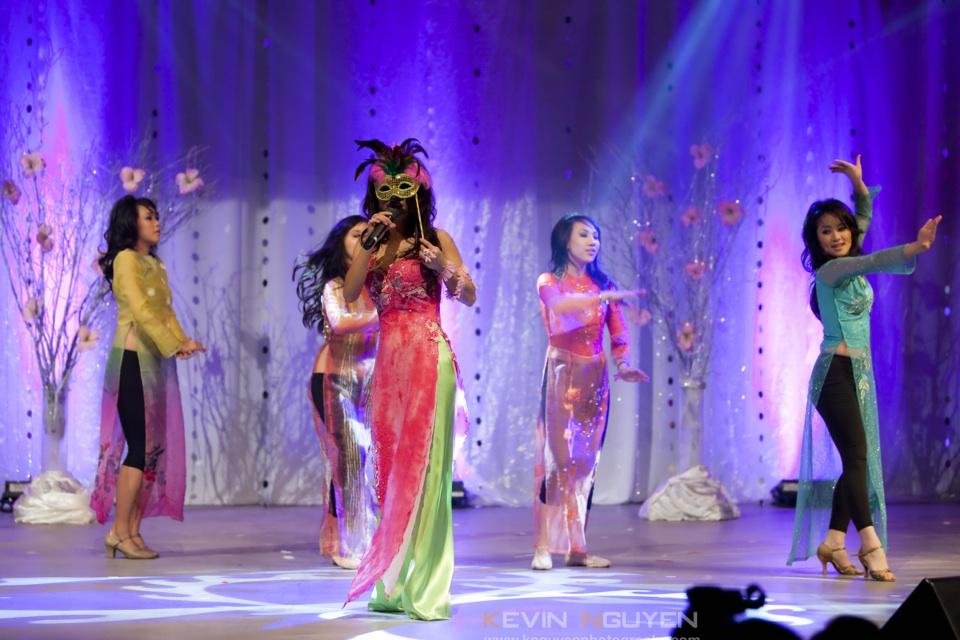 Miss Vietnam - Hoa Hau Ao Dai Bac Cali 2010 - Pageant Day - Image 024