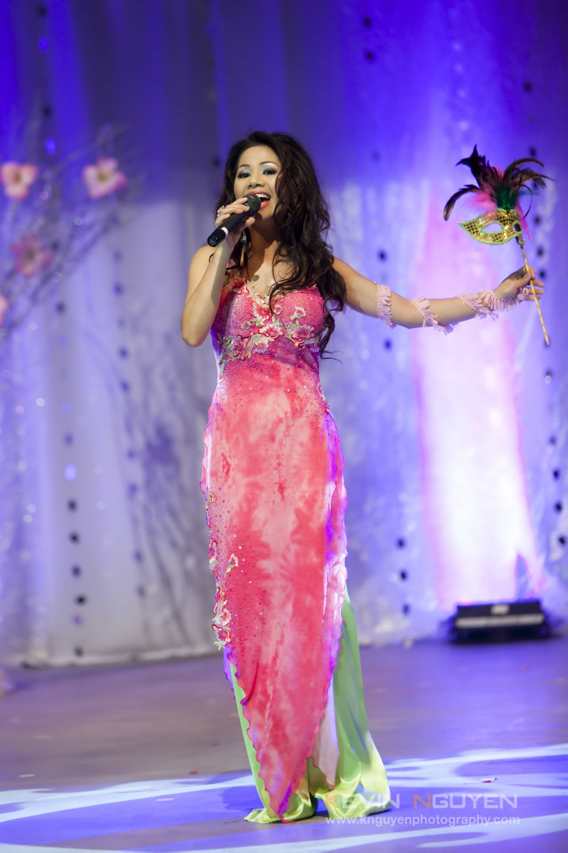 Miss Vietnam - Hoa Hau Ao Dai Bac Cali 2010 - Pageant Day - Image 025