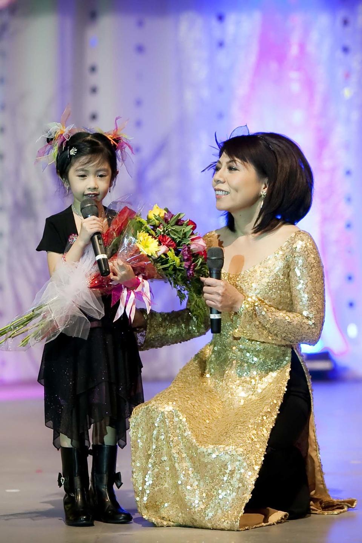 Miss Vietnam - Hoa Hau Ao Dai Bac Cali 2010 - Pageant Day - Image 048