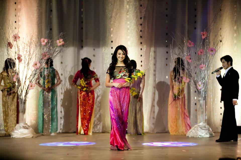 Miss Vietnam - Hoa Hau Ao Dai Bac Cali 2010 - Pageant Day - Image 049