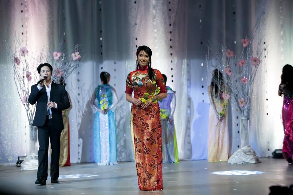 Miss Vietnam - Hoa Hau Ao Dai Bac Cali 2010 - Pageant Day - Image 050
