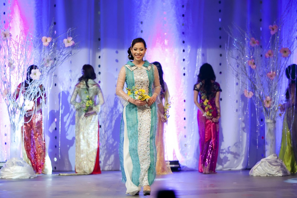 Miss Vietnam - Hoa Hau Ao Dai Bac Cali 2010 - Pageant Day - Image 051