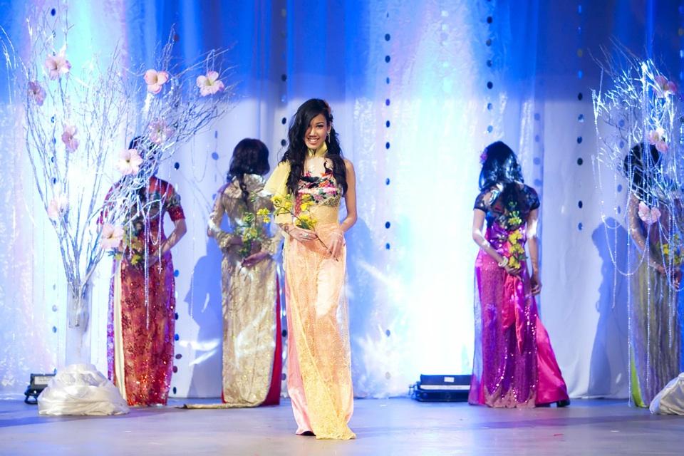 Miss Vietnam - Hoa Hau Ao Dai Bac Cali 2010 - Pageant Day - Image 052