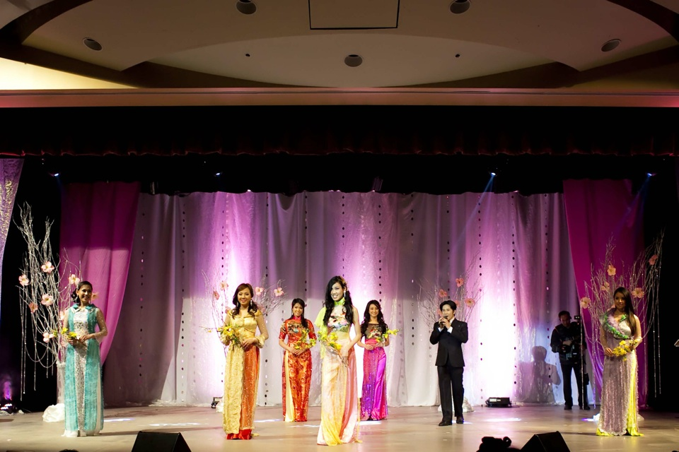 Miss Vietnam - Hoa Hau Ao Dai Bac Cali 2010 - Pageant Day - Image 053