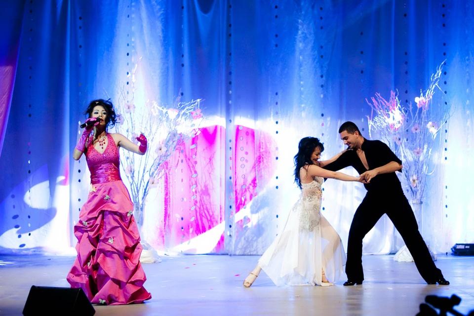 Miss Vietnam - Hoa Hau Ao Dai Bac Cali 2010 - Pageant Day - Image 056