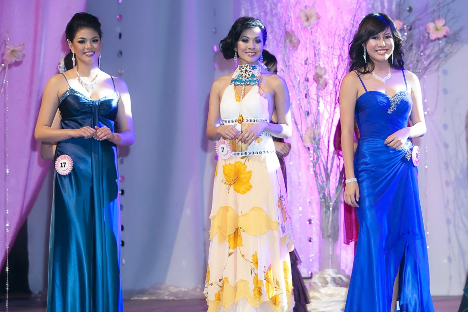 Miss Vietnam - Hoa Hau Ao Dai Bac Cali 2010 - Pageant Day - Image 089