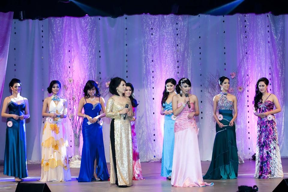 Miss Vietnam - Hoa Hau Ao Dai Bac Cali 2010 - Pageant Day - Image 091