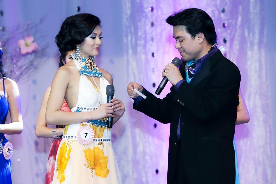 Miss Vietnam - Hoa Hau Ao Dai Bac Cali 2010 - Pageant Day - Image 094