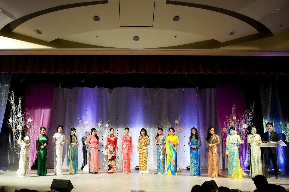 Miss Vietnam - Hoa Hau Ao Dai Bac Cali 2010 - Pageant Day - Image 113