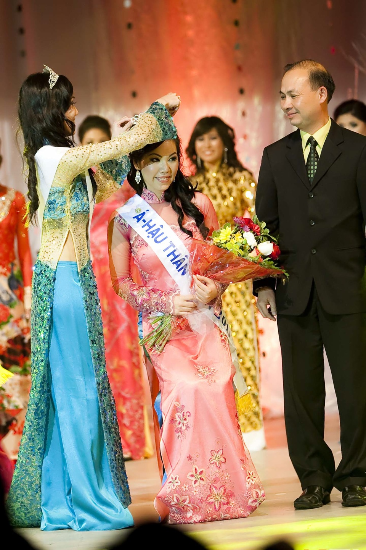 Miss Vietnam - Hoa Hau Ao Dai Bac Cali 2010 - Pageant Day - Image 117