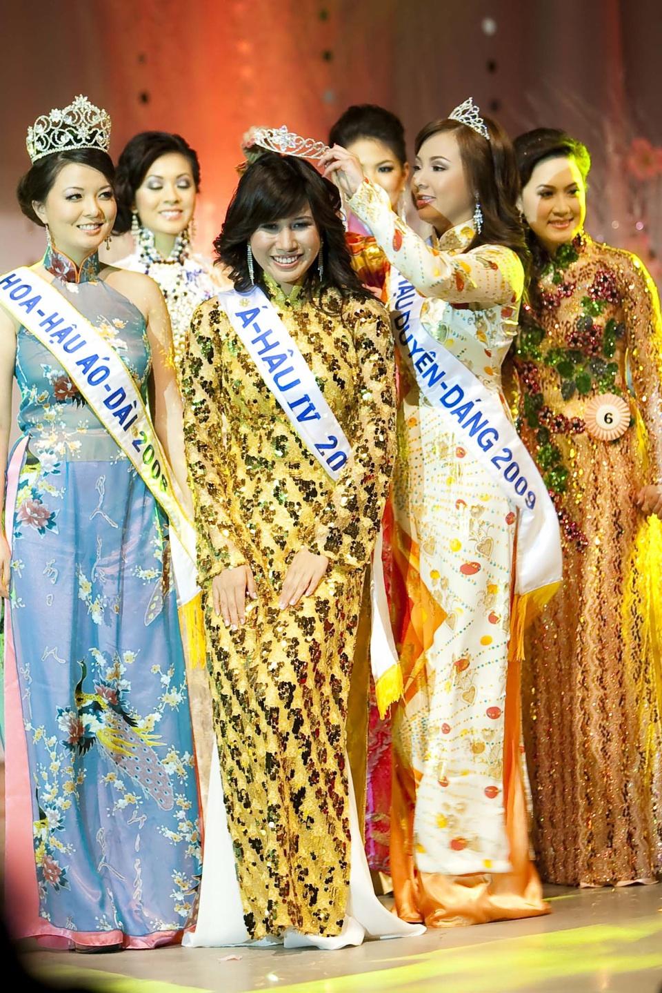 Miss Vietnam - Hoa Hau Ao Dai Bac Cali 2010 - Pageant Day - Image 120