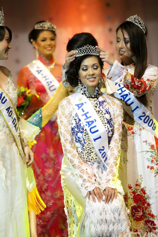 Miss Vietnam - Hoa Hau Ao Dai Bac Cali 2010 - Pageant Day - Image 125