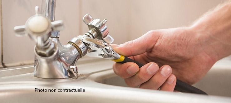 Pose d'un robinet mélangeur évier fourni par le client