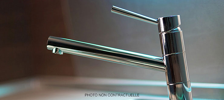 Pose d'un robinet mitigeur évier fourni par le client