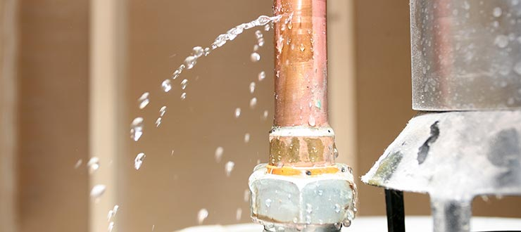Réparation fuite intérieure apparente sur canalisation d'alimentation