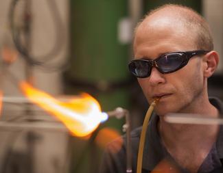 Search benj revis glassblower tschoon 079