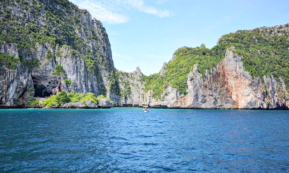 Phi Phi Island Tour By Royal Jet Cruiser