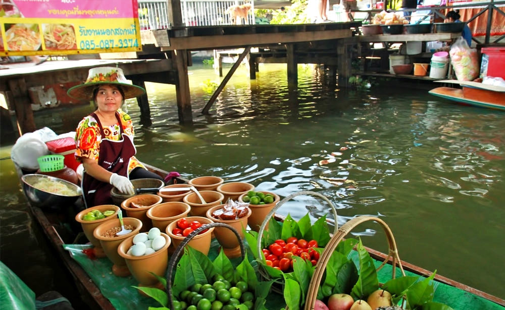 Taling Chan Floating Market Tour
