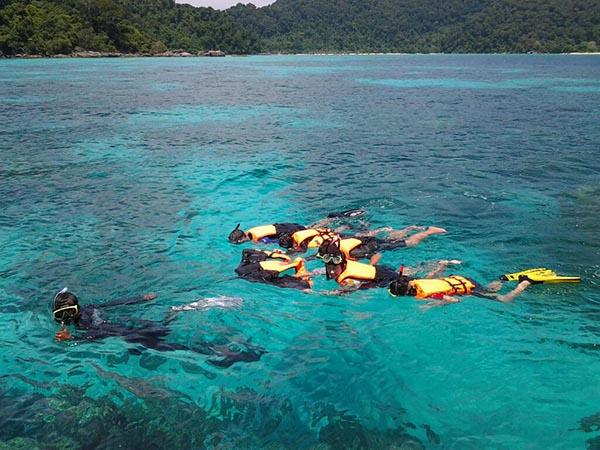 ทัวร์เกาะสิมิลัน + เกาะตาชัยโดยเรือสปีดโบ๊ท
