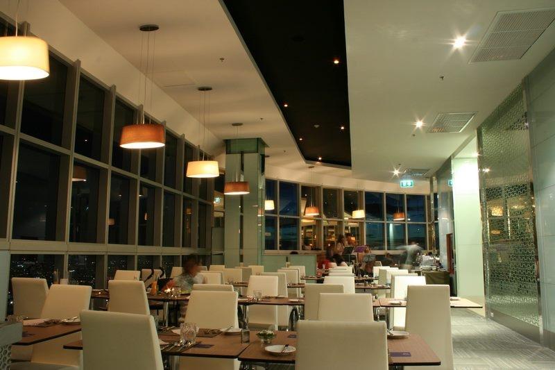 ห้องอาหาร คริสตัลกริลล์ โรงแรมใบหยกสกาย (ราคาสำหรับนักท่องเที่ยวต่างชาติ)