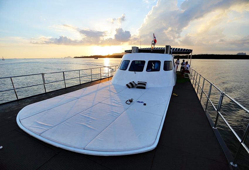 ล่องเรือหรูชมพระอาทิตย์ตกดิน